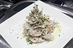 ごぼうと鶏ささみの塩麹サラダ